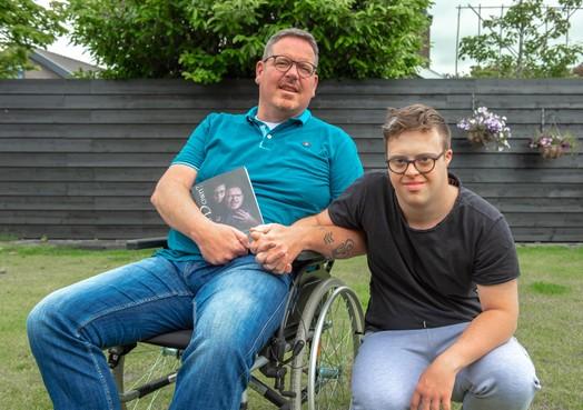 Krommeniese vader schrijft over zoon: Down maar niet terneergeslagen