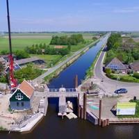 Werkzaamheden aan de Jacob Claessesluis, gezien vanuit de lucht; woensdag 17 mei 2017.