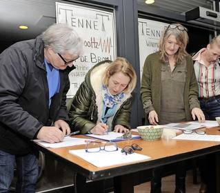 Wijk aan Zee komt met petitie Ban de Brom; 'Leefbaarheid niet nog meer aantasten'