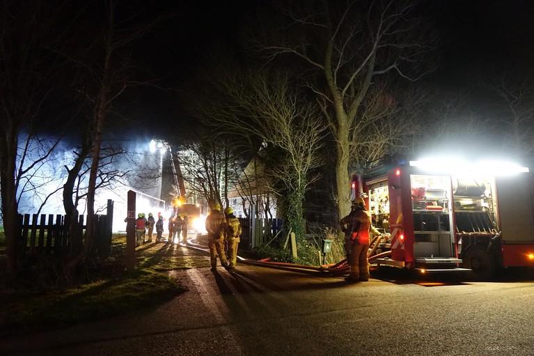 Schuur bij boerderij in Wieringerwerf verwoest door brand