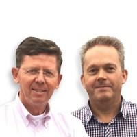 Ombudsmannen Ed Brouwer en Durk Geertsma (r).