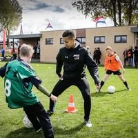 AZ-jeugdspeler Anass Salah-Eddine tijdens de training.