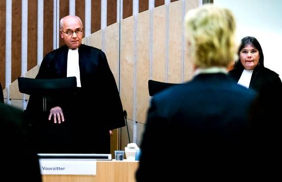 OM: geen bemoeienis politiek met zaak-Wilders