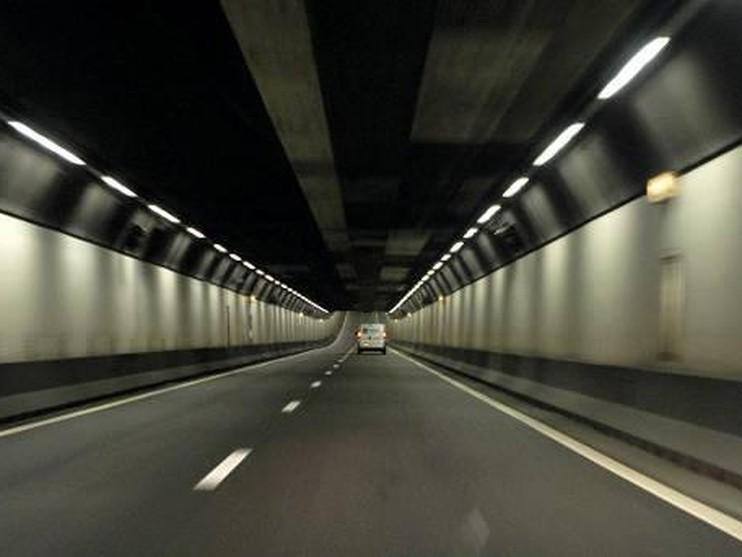 Velsertunnel richting Beverwijk weer open; storing zorgde voor verkeersinfarct rond Velsen