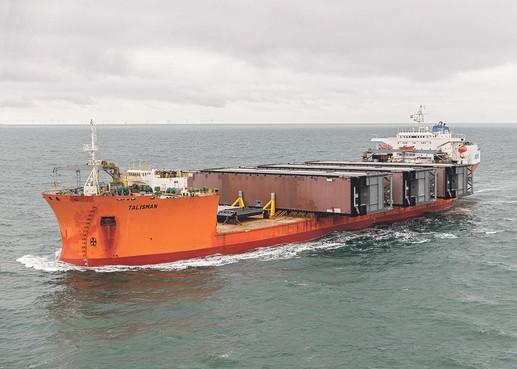 Eerste sluisdeur nieuwe zeesluis zondag naar IJmuiden