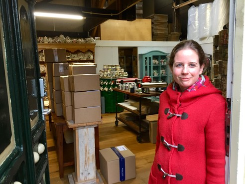 Onderweg: Marijt Hogervorst (38) uit Egmond-Binnen is 'Dame van de thee'. Ze drijft een webwinkel in tachtig theesoorten, servies en 'tuttebelledingetjes'
