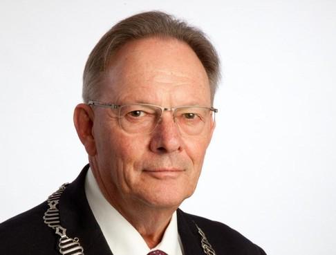 Burgemeester van Wormerland Peter Tange gaat met pensioen