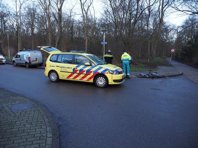 Fietser gewond bij botsing met auto in Velsen-Zuid