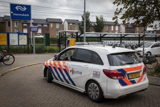 Politie zoekt man die uit het niets Heemskerker (85) aanviel bij kaartjesautomaat op station