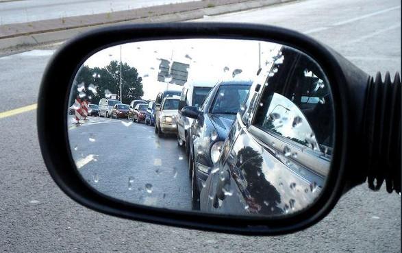File op A9 door ongeval met vijf auto's bij Weesp