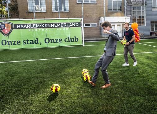 Nieuw kunstgrasveld van Haarlem-Kennemerland is impuls voor sporters in Noord