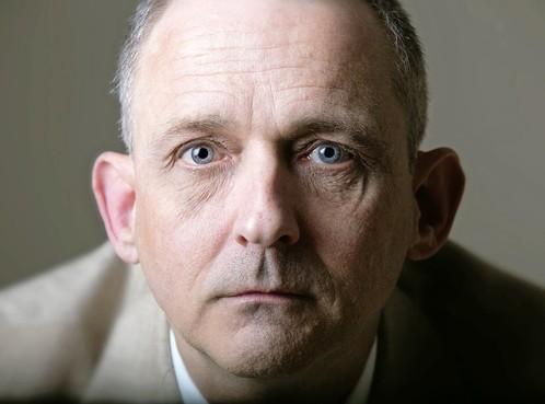 Rob Scholte eist 60.000 euro van uitgever 'roofboek'. Volgens uitgever Jaap Holtzapffel speelt de kunstenaar paniekvoetbal