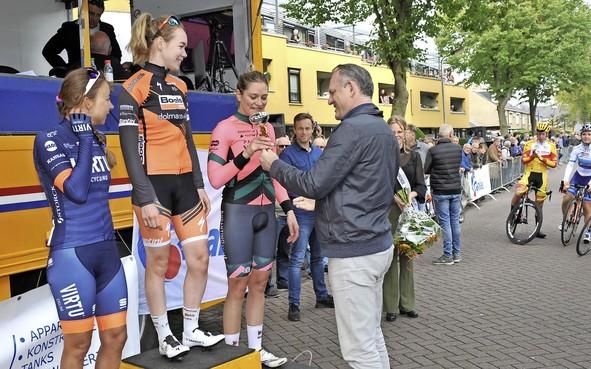 De wielercarrière van Roxane Knetemann kent twee tijdvlakken - voor en na het overlijden van vader Gerrie: 'Niemand zag hoe ik eronder gebukt ging'