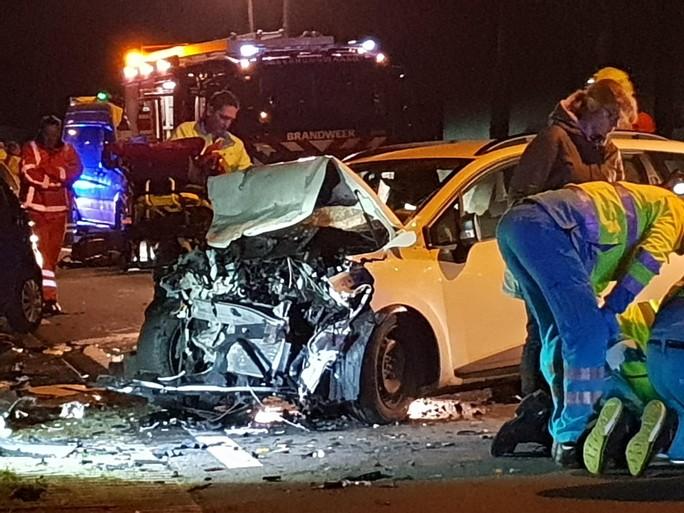 Dode en zwaargewonden bij frontale botsing op N242 in Heerhugowaard