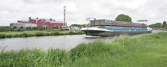 Aanvoer van huisvuil per schip naar HVC in Alkmaar blijkt niet rendabel