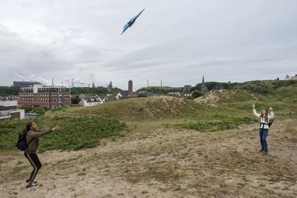 Zorgen over schadelijkheid grafietregens: 'Maar verhuizen uit Wijk aan Zee? Dat nooit'