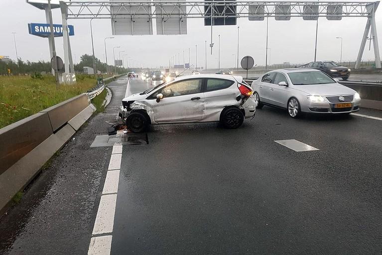 Veel schade bij twee ongevallen op de A4 bij Hoofddorp