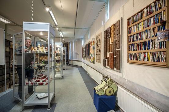 Van fietsbelastingplaatjes en flippo's tot wijwatervaatjes museum Oud Alkemade