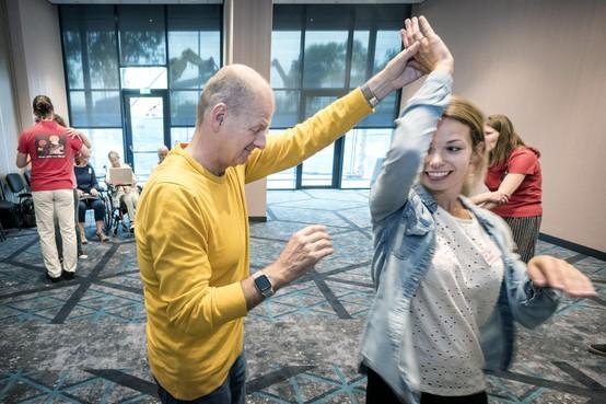 Lekker swingen tijdens landelijke ontmoetingsdag voor doofblinden