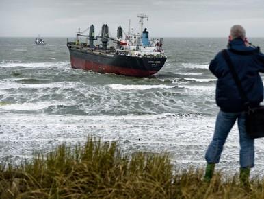 Problemen bij lostrekpoging Aztec Maiden in Wijk aan Zee