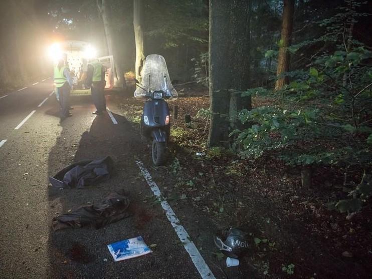 Marechaussee treft zwaargewonde scooterrijder aan in Lage Vuursche