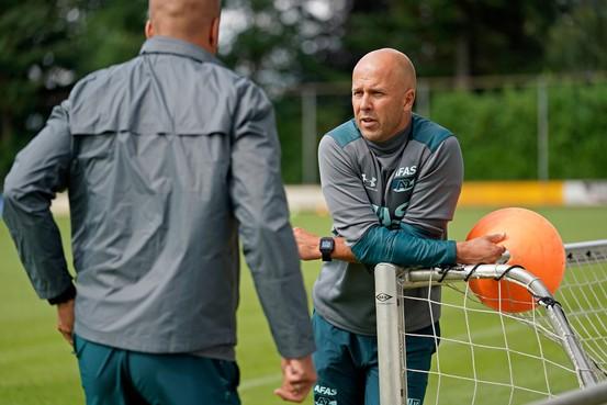 AZ-trainer Arne Slot, leergierig en zelfverzekerd: 'Als dat maar niet als arrogantie wordt uitgelegd'