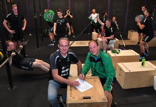 Handbalteams van Berdos en Vrone helpen elkaar en gaan samen in eerste divisie spelen