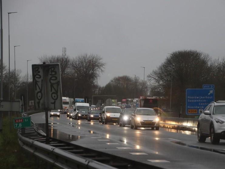 Kop-staartbotsing met vrachtwagen op de A44 [update]