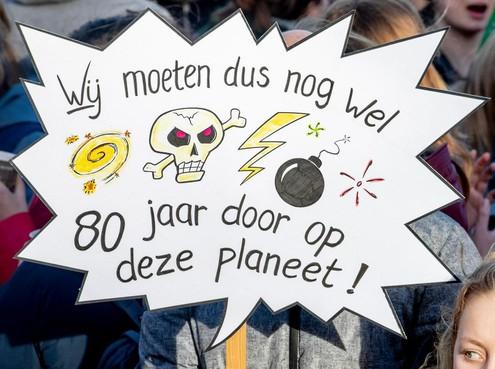 Liveblog met veel foto's en video: scholieren staken voor het klimaat op de Dam
