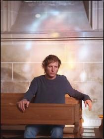 Lucky Fonz III met 'Multimens' in Nieuwe Kerk; over de oerkracht van het samenzijn