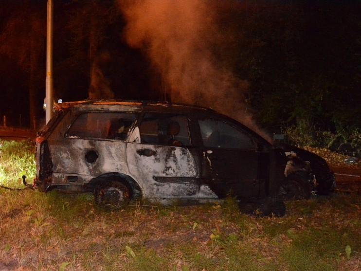 Achtergelaten auto in brand in Hilversum [update]