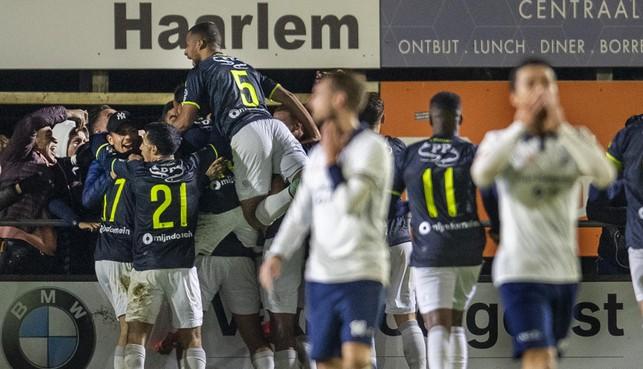 HFC tegen Telstar was bekervoetbal zoals het hoort: een avondwedstrijd met veel publiek, spanning en strijd