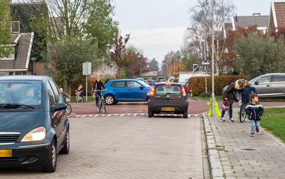 Oplossing verkeer bij Koningsspil in Oosthuizen moet eerder