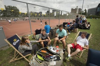 'Tennissen met je brakke kop en prosecco' bij Qravel Open