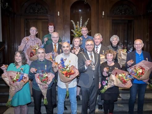Twaalf lintjes in Haarlem: één officier en twaalf Leden in de Orde van Oranje-Nassau