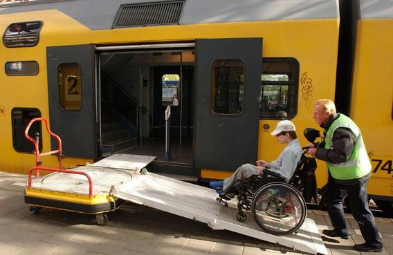 Prorail past treinperrons Zaandam aan
