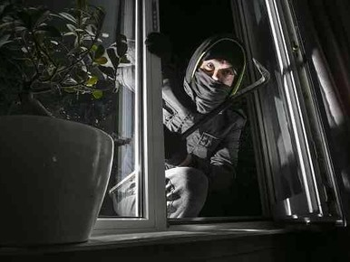 Rijnsburger schrikt wakker van inbreker