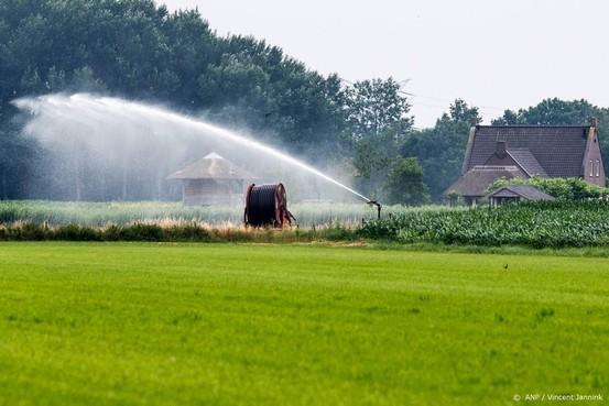 Boeren moeten overleggen over sproeien
