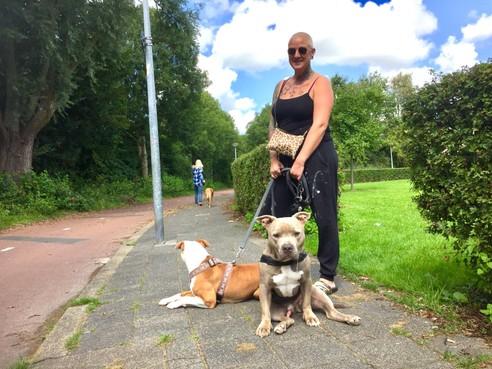Onderweg: Suedy Wamsteeker uit Alkmaar heeft een bipolaire stoornis. 'Sterk zijn en nooit opgeven' is haar getatoeëerde levensmotto