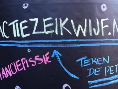 Actie #zeikwijf bij plaskruis op de Grote Markt in Haarlem.