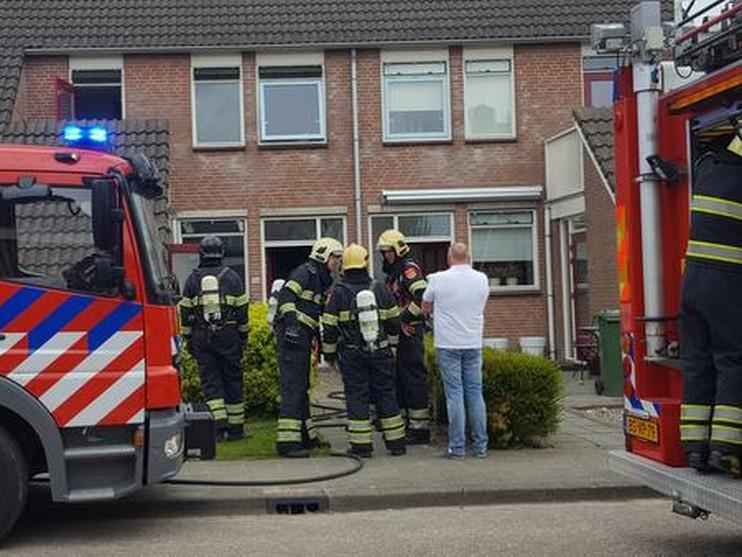 Woning vol rook door brand in Abbekerk