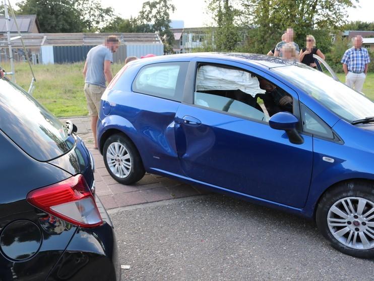 Automobilist onder invloed ramt vier auto's in Hillegom