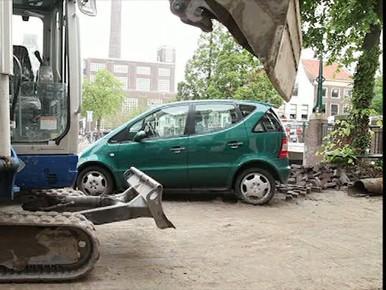 Gezocht: eigenaar van groene Mercedes op Oude Vest in Leiden