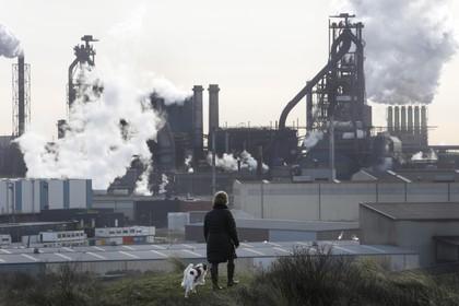 Burgemeesters Smit en Dales van Beverwijk en Velsen over het RIVM-rapport: 'Uitstoot moet nu stoppen' [video]