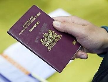 Proef in Voorschoten en Wassenaar geflopt met bezorgen paspoorten