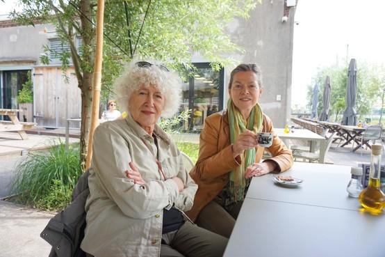 Column Ontmoetingen: Vriendinnen uit de Bloemstraat op weg naar Het Hem