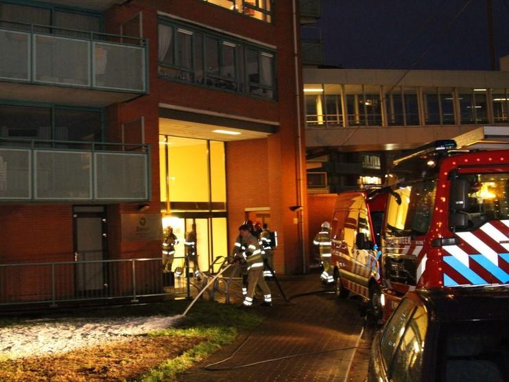 Dertig woningen ontruimd door brand aan de Kerkelandenlaan Hilversum