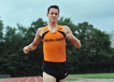 Vincent Hazeleger wint 'generale' Egmond Halve Marathon