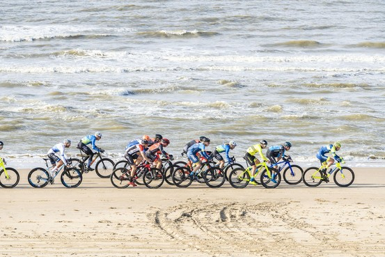 Jasper Ockeloen en Riejanne Markus winnen zware editie Katwijkse strandrace