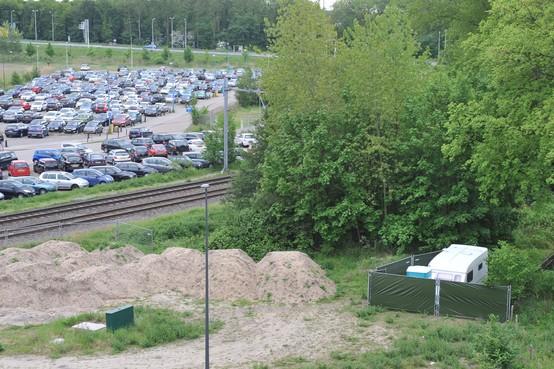 Caravan voor dakloos stel, aan rand Ankie's Hoeve in Beverwijk, wordt weggehaald: bewoner heeft een woning